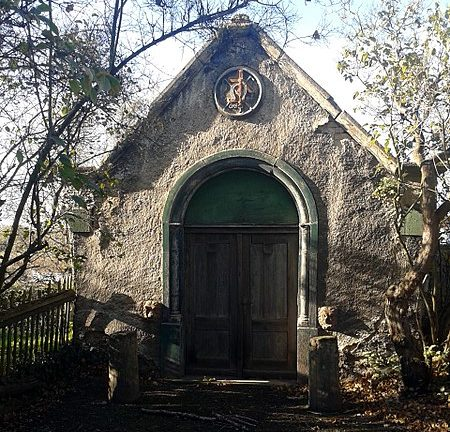 Ein Mausoleum in Osendorf als Zeugnis von Sinti in Halle