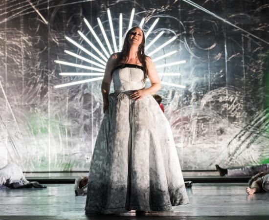 """""""Subversis mithilfe eines andauernden Referenzenspiels"""" – Ariadne auf Naxos an der Oper Halle"""